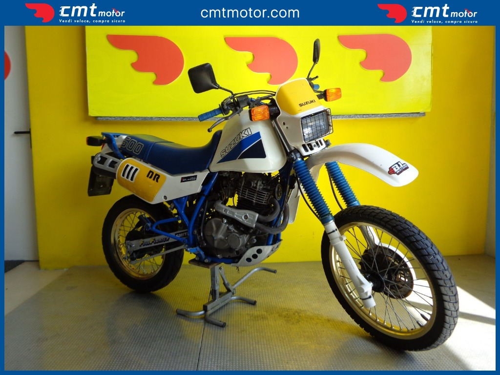SUZUKI DR 600 moto depoca anni 80 qui con curiosità