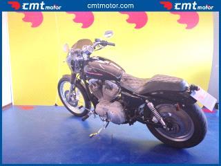 Harley-Davidson 883 Custom